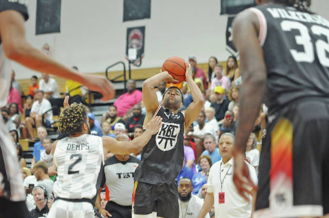 Lofton shows he still has it at TBT