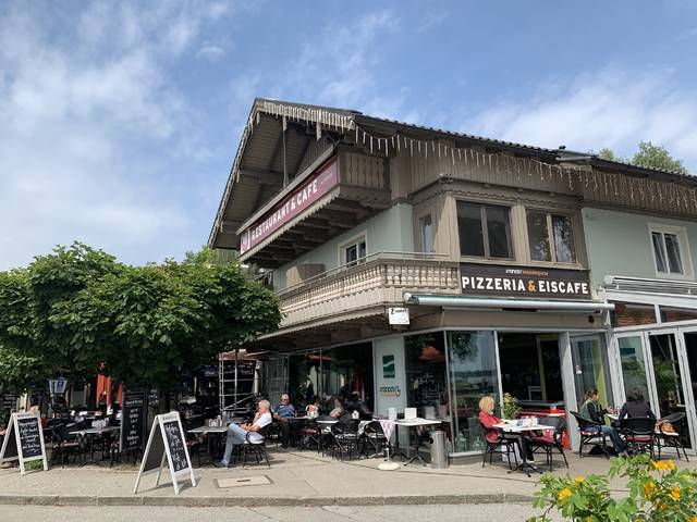 <p>Food and drink options are available near Chiemsee.</p>
