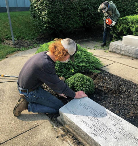 FFA students assist VFW with landscaping